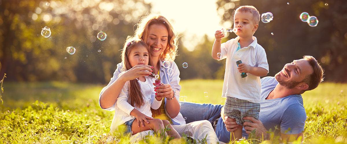 MagicBreaks Family bubbles carousel banner