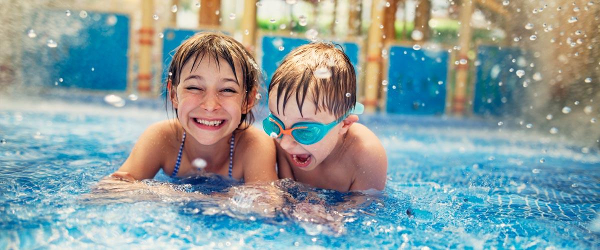 MagicBreaks Kids in swimming pool carousel banner