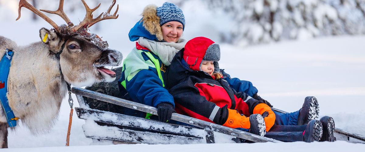 MagicBreaks Family in snow carousel banner